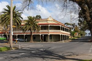 The Midland Hotel Castlemaine - Accommodation Daintree