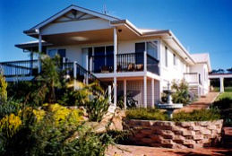 Lovering's Beach Houses - The Whitehouse Emu Bay - Accommodation Daintree
