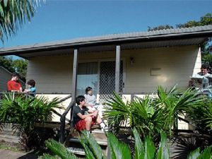 Canton Beach Waterfront Tourist Park - Accommodation Daintree