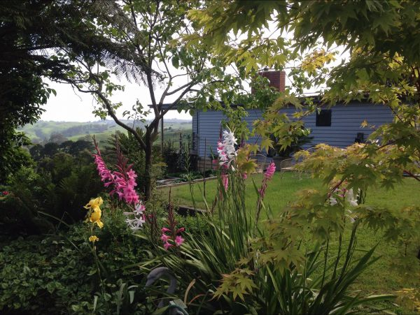 Halcyon Cottage Retreat - Self Contained Accommodation