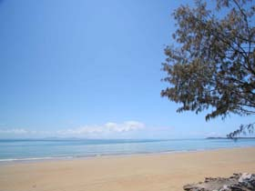 Blacks Beach - Accommodation Daintree
