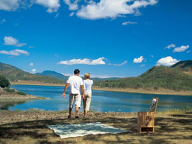 Lake Maroon - Accommodation Daintree
