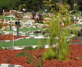 18 Hole Mini Golf - Club Husky - Accommodation Daintree