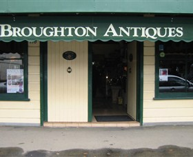 Broughton Antiques - Accommodation Daintree