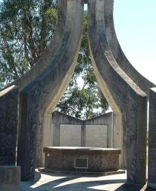 Inverell and District Bicentennial Memorial - Accommodation Daintree