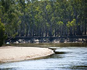 Murrumbidgee River And Fresh Water Beaches