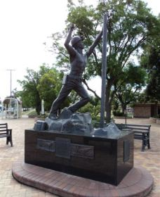 Miners Memorial Statue - Accommodation Daintree