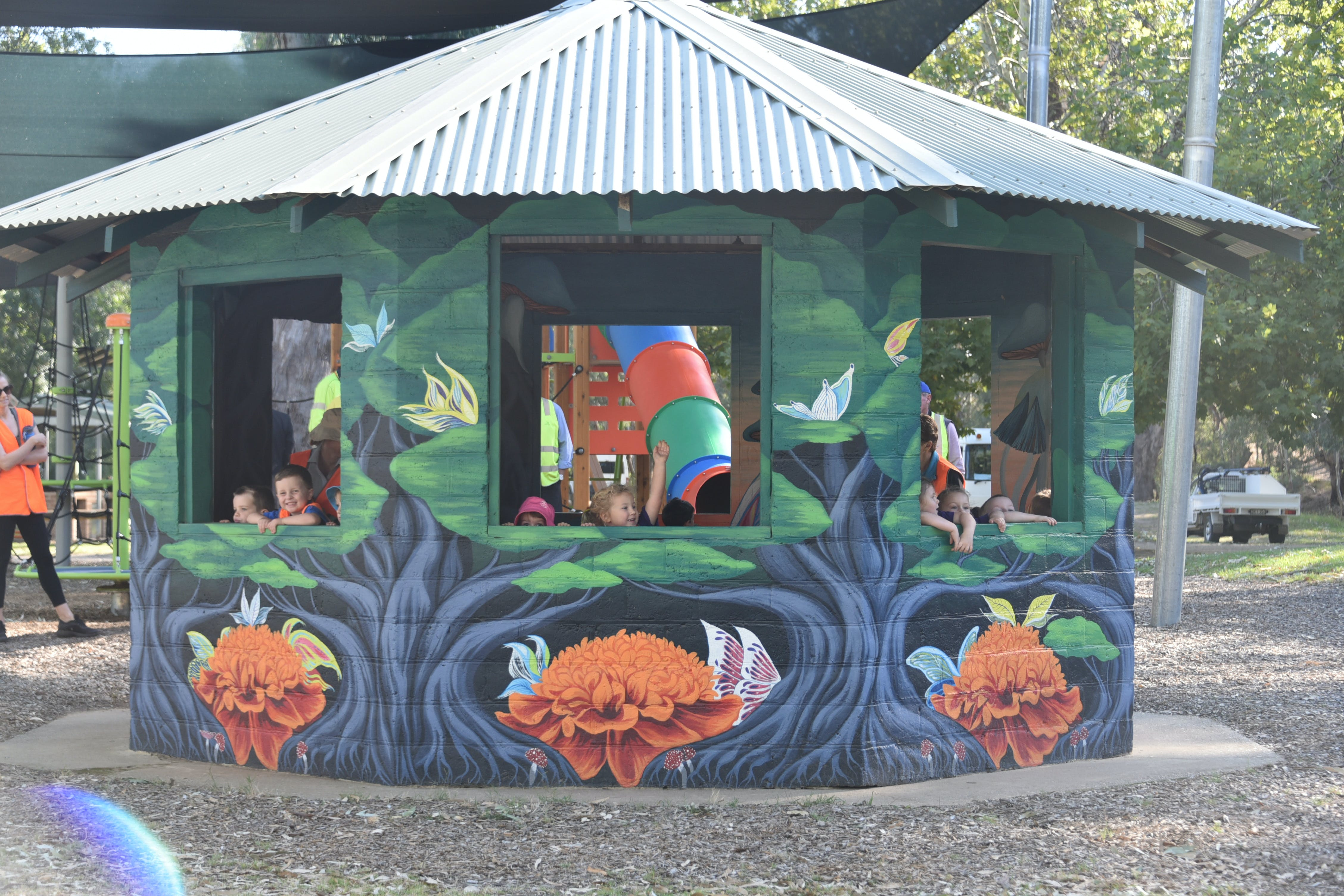 Howlong's Enchanted Hut - Accommodation Daintree