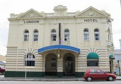 The London Hotel - Accommodation Daintree
