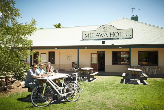 Milawa Commercial Hotel Restaurant - Accommodation Daintree