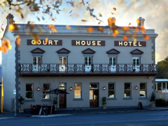 The Courthouse Hotel Bistro - Accommodation Daintree
