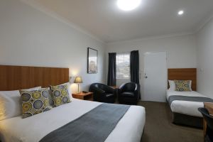 Cadman Motor Inn and Apartments - Accommodation Daintree